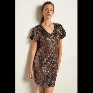 RW&CO - Sequin Short Sleeve V-neck Fitted Dress